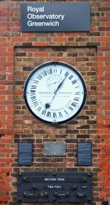 https://commons.wikimedia.org/wiki/File:Greenwich_clock.jpg